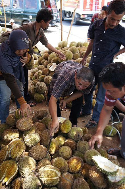 Durian_on_sale_near_Cirebon