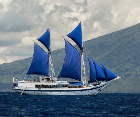 41-ombak-putih-with-the-volcanic-island-of-tidore-in-the-background-copy