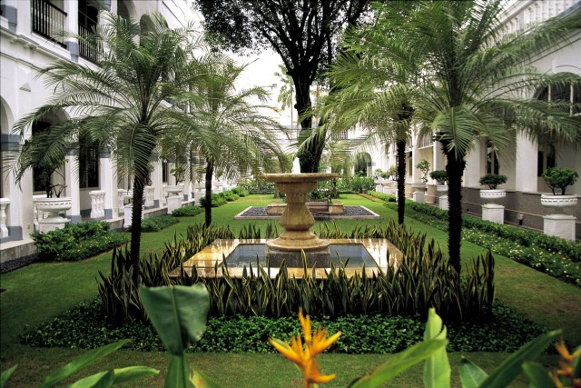 Garden of Hotel Majapahit in Surabaya Java Indonesia. Image shot 2008. Exact date unknown.
