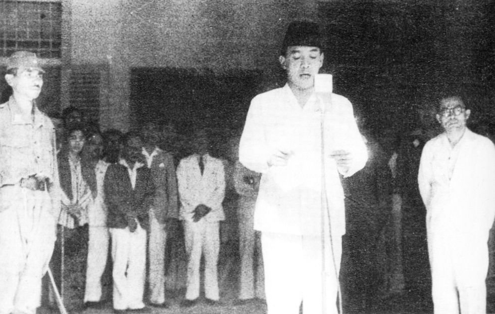Blitar !Indonesia_declaration_of_independence_17_August_1945