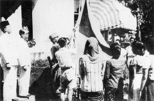 Blitar Indonesian_flag_raised_17_August_1945