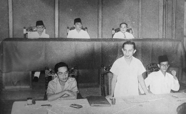 Blitar Sutan Sjahir opening the first plenary session of October 1945